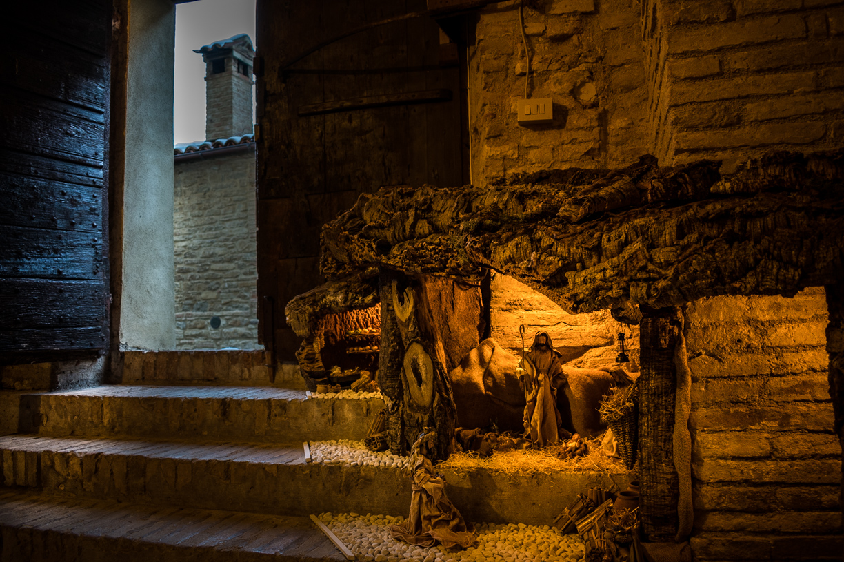 The hidden nativity scenes of Castiglioni